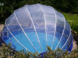 Zastrešenie bazéna TROPIKO pre dlhšie kúpanie, teplý bazén a čistú vodu ako azuro. Pre nadzemné i zapustené (kruhové / okrúhle) záhradné bazény.
